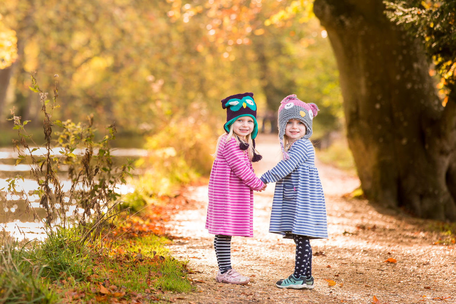 identical twin girls in an autumn family photoshoot in hampshire
