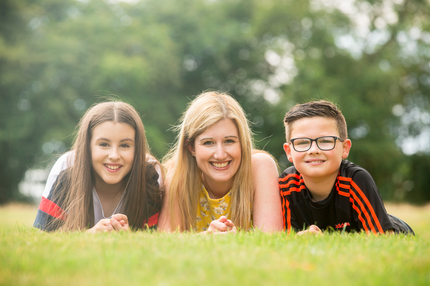 family photographer in chandlers ford captures mum and teenage children