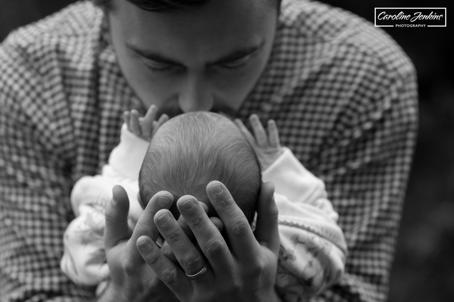 baby photography in chandlers ford - dad kissing baby in b&w